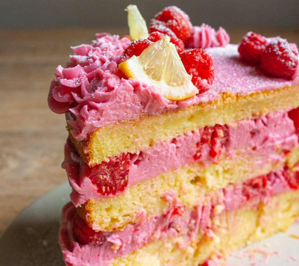 Naked Cake: Zitronenrote mit Himbeer-Mousse-Buttercreme